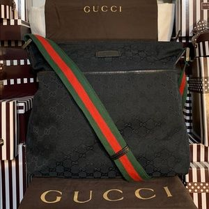 AUTHENTIC🌟❤️GORGEOUS❤️GUCCI GG❤️CROSSBODY!